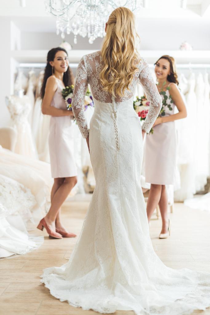 fehér nő keres afrikai esküvő)