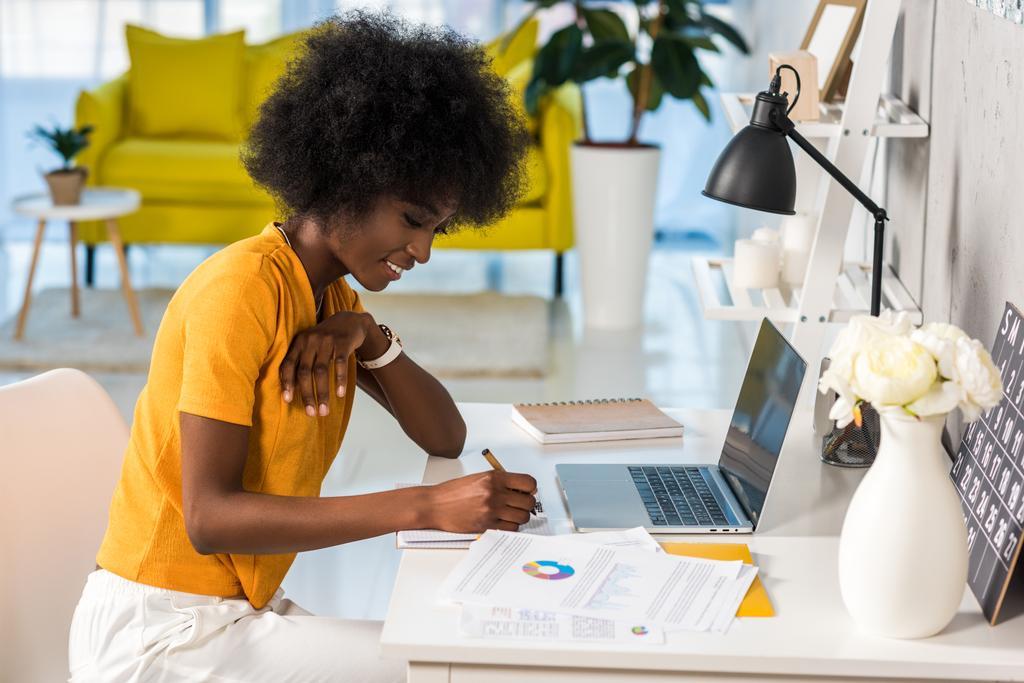 Szabadúszó munkahelyeket lehet otthonról dolgozni