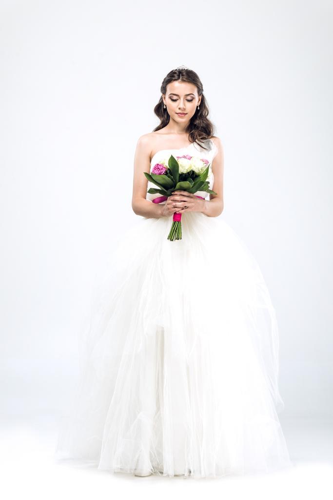 Fehér ruha polgári esküvőre? Bemutatjuk, mit viseljünk és mit ne az anyakönyvi hivatalban