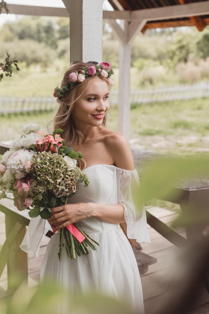 az ember keres esküvői nő