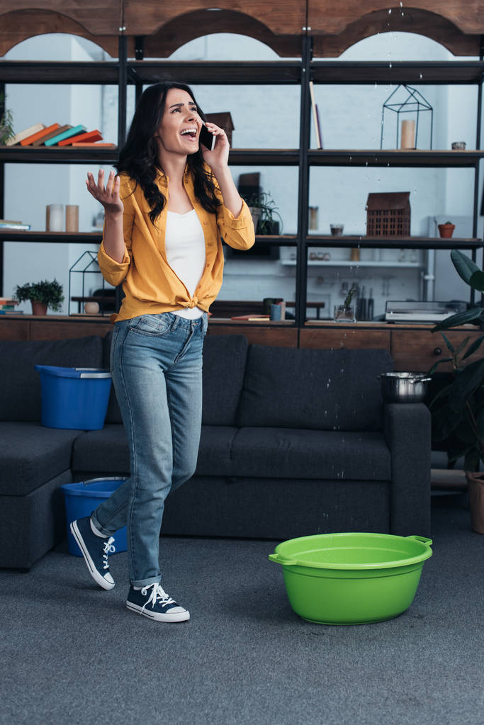 lány telefonon találkozó)