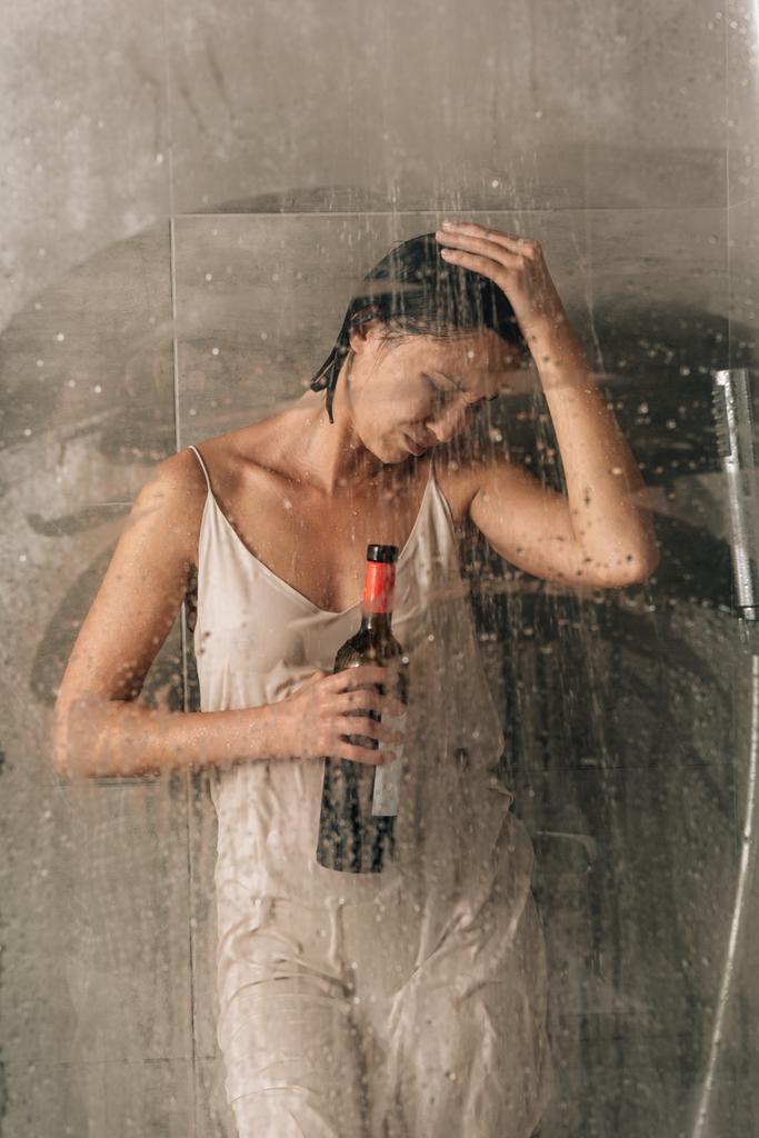 Dusche der frau unter Hagen: Frauen