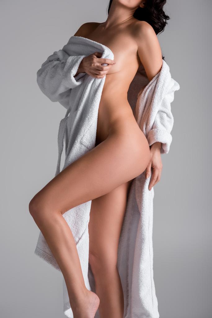 Bademantel im frau nackt Frauen Ziehen