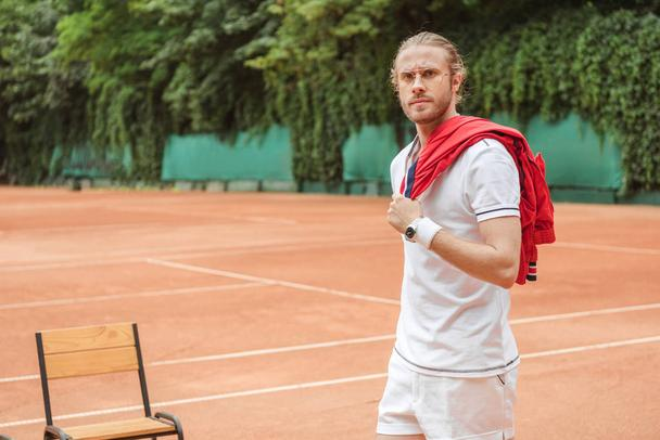 handsome old fashioned tennis player on court - Photo, Image