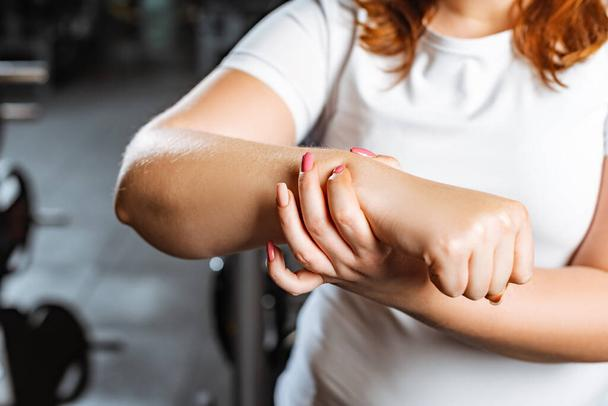 partial view of overweight girl checking pulse with hand - Photo, Image