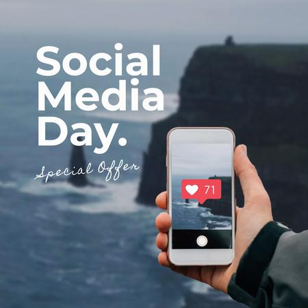 Social Media Day with Shooting photo on smartphone Animated Post Modelo de Design