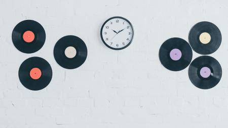 Szablon projektu Clock and vinyls on white brick Wall Zoom Background