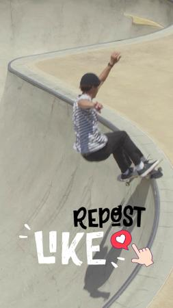 Template di design Young Man Riding Skateboard TikTok Video