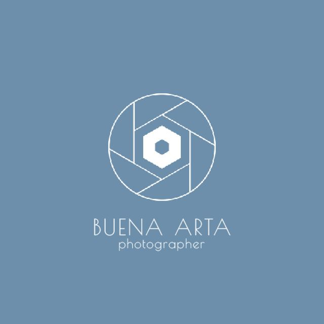 Photo Services Ad with Camera Shutter in Blue Animated Logo Modelo de Design