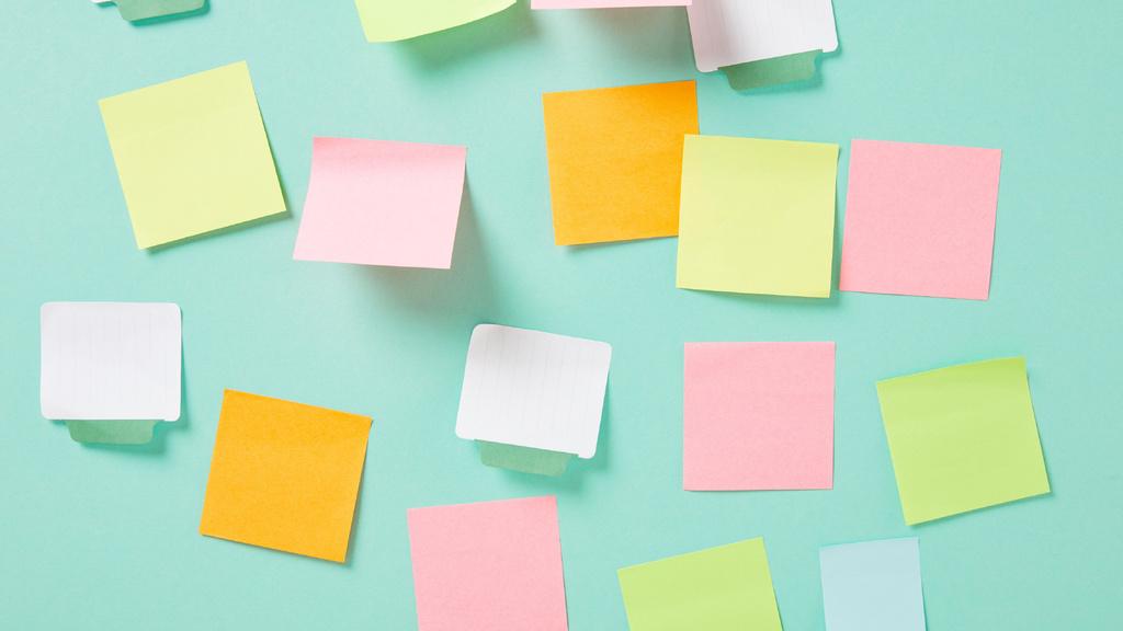 Empty colorful stickers on Wall — Créer un visuel