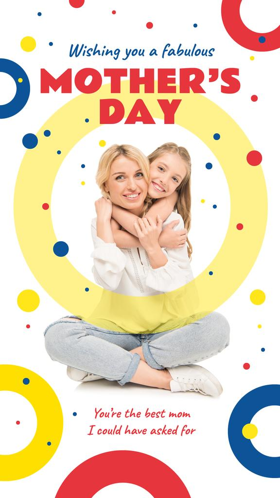 Daughter hugging Mother on Mother's Day — Crear un diseño