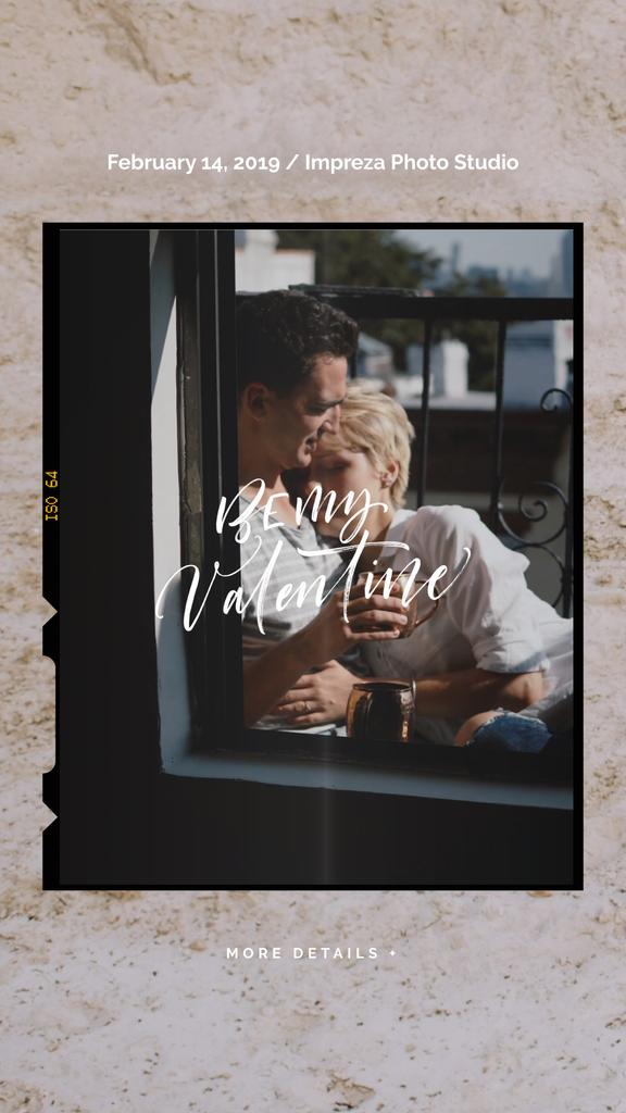 Valentine's Day Greeting Hugging Loving Couple | Vertical Video Template — Créer un visuel