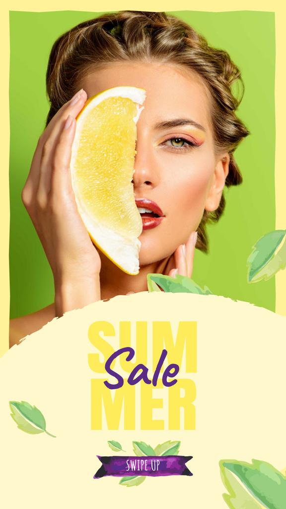 Summer Sale with Woman holding Pomelo fruit — Crear un diseño