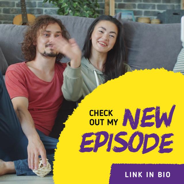 Ontwerpsjabloon van Animated Post van Video Blog Promotion with Couple Waving on Sofa