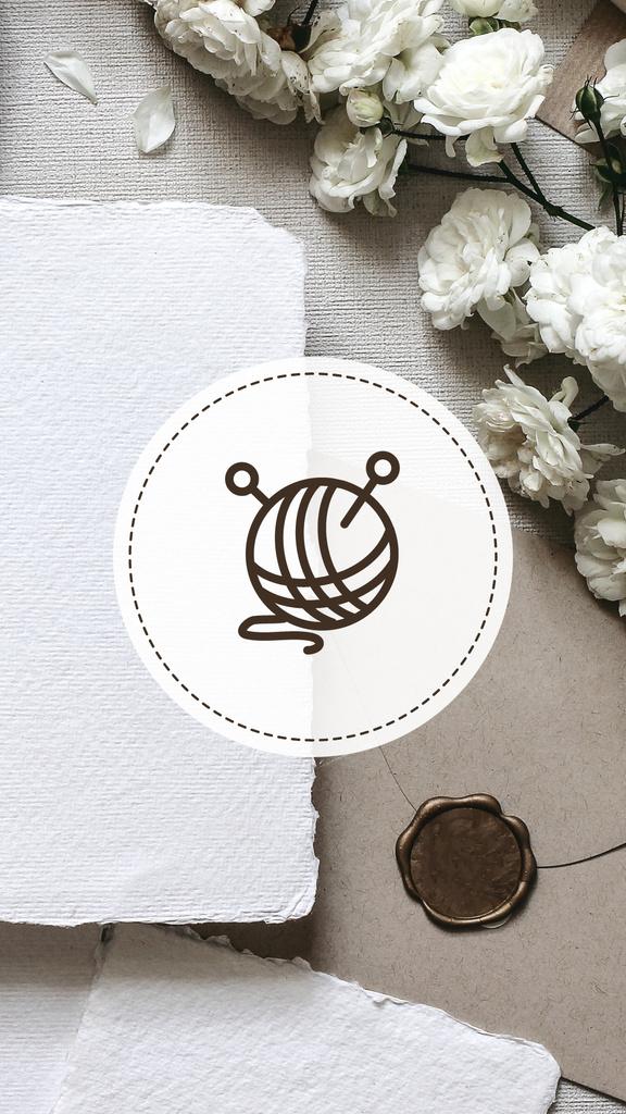 Tailor and Handmade equipment icons on flowers — Modelo de projeto