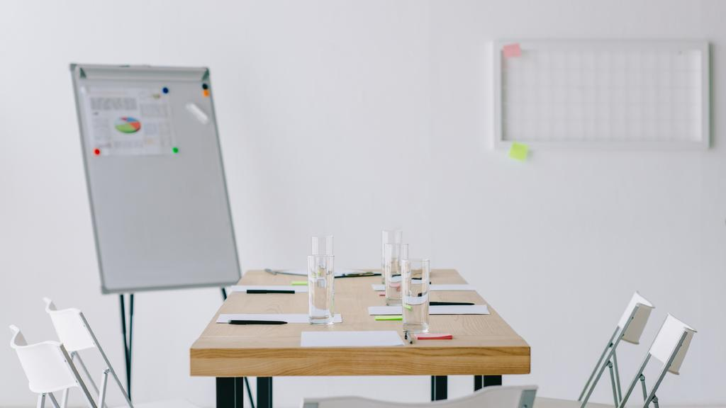Modern white Office meeting room — Создать дизайн
