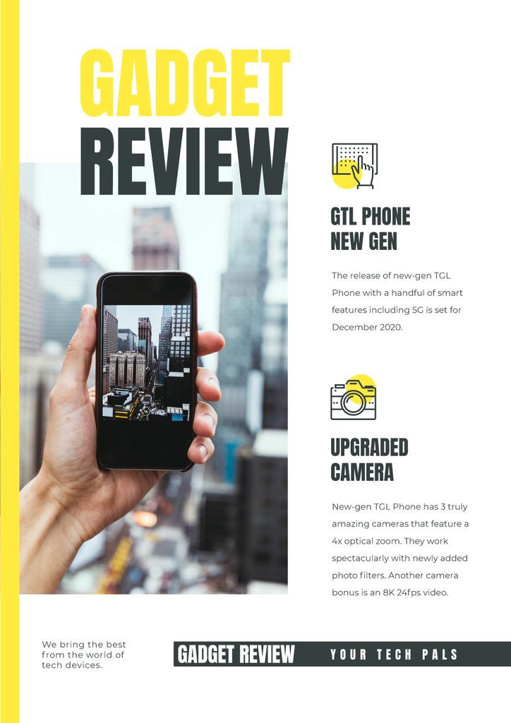 Gadget Review with Woman taking photo of city — Создать дизайн