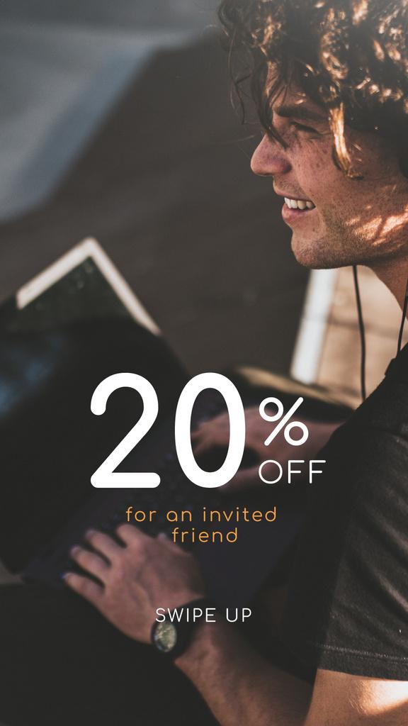 Online Courses ad Man typing on Laptop — Maak een ontwerp