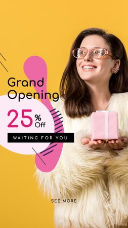 Plantilla de diseño de Store Opening Announcement Woman with Gift Box Instagram Story