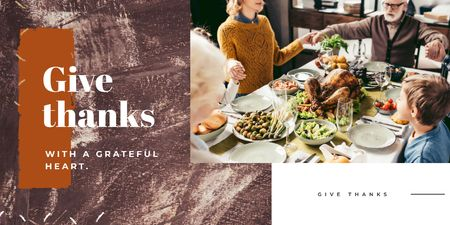 Template di design Family at Thanksgiving Dinner Twitter