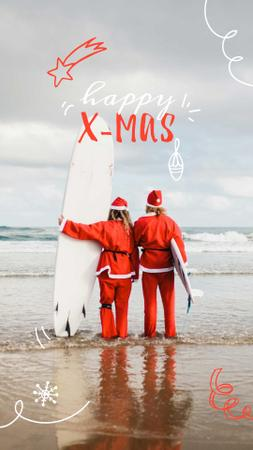 Plantilla de diseño de Santas with Surfboard at the Beach Instagram Story