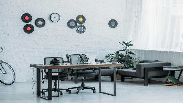 Template di design Modern Interior of Home Workplace with bike and vinyls Zoom Background