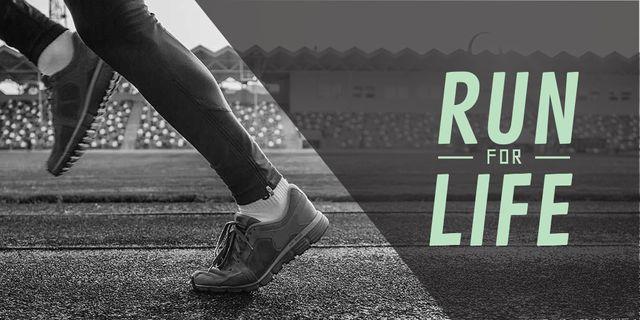 Modèle de visuel Woman in sport shoes running on stadium - Twitter