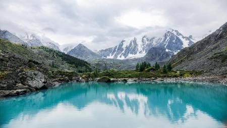 Szablon projektu Crystal clear blue Lake in the Mountains Zoom Background