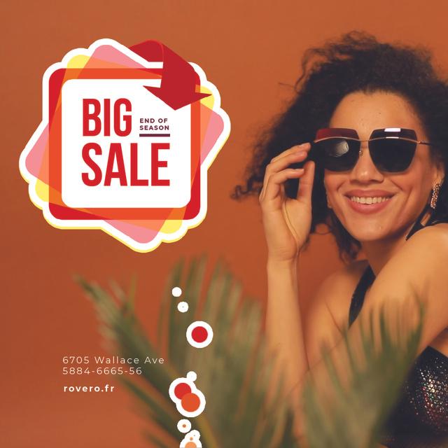 Fashion Sale Ad Woman in Sunglasses Animated Post Modelo de Design