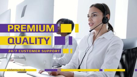 Customers Support Smiling Assistant in Headset Full HD video Modelo de Design