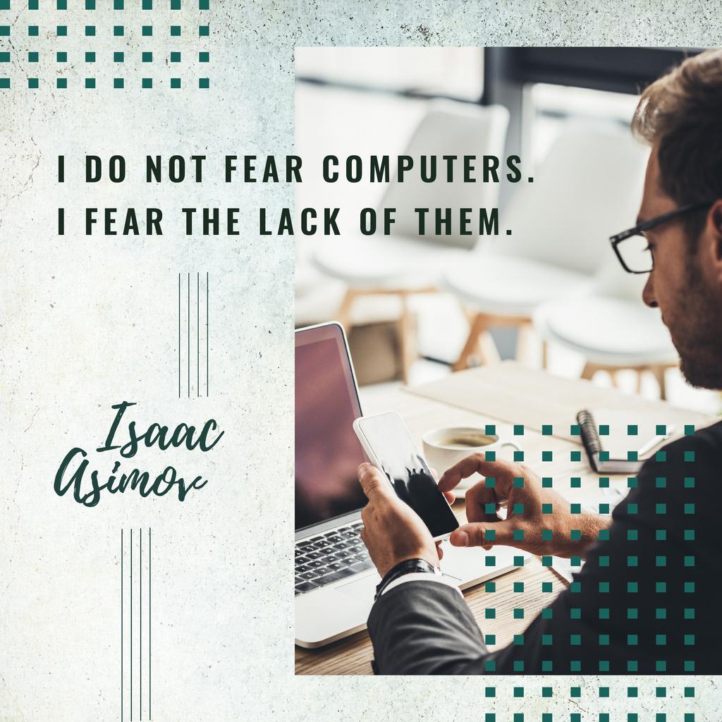 Man working on laptop — Modelo de projeto