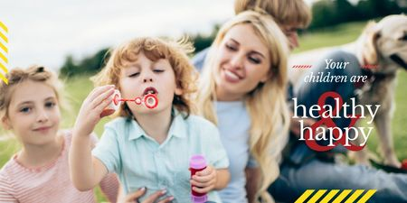 Parents with Kids Blowing Bubbles Twitter Modelo de Design