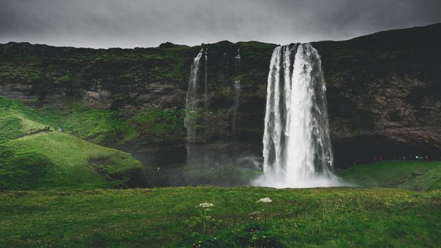 Szablon projektu Fascinating landscape of Waterfall Zoom Background