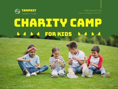 Plantilla de diseño de Happy Children at Kids Camp Presentation