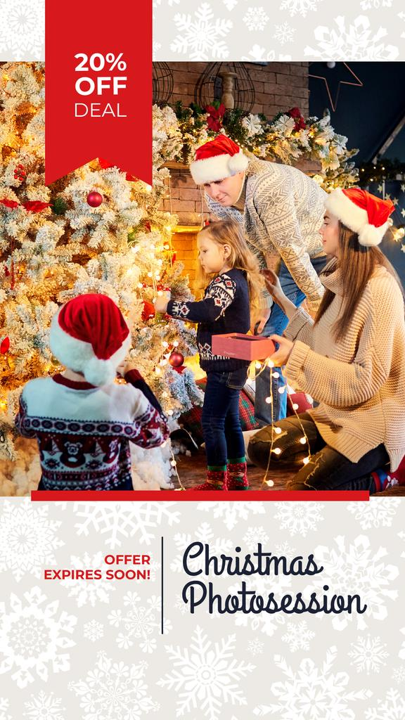 Plantilla de diseño de Family sharing Christmas gifts Instagram Story