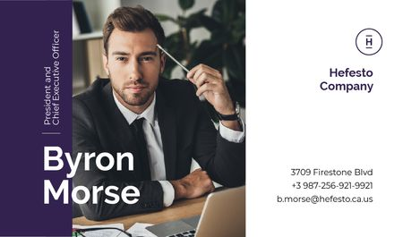 Ontwerpsjabloon van Business card van Man Working by Laptop