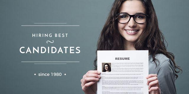 Plantilla de diseño de Hiring Candidates with Girl Holding Her Resume Twitter