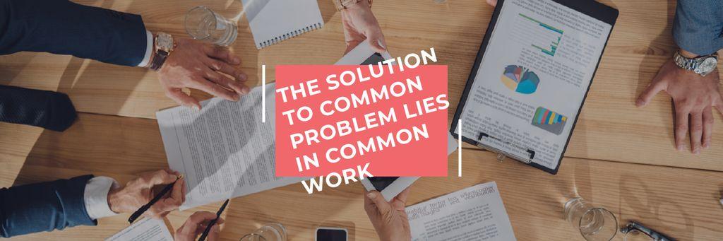 Teamwork Quote Colleagues Working on Report — Créer un visuel