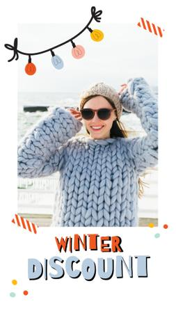 Winter Sale Girl in Chunky Sweater Instagram Video Story Modelo de Design