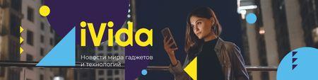 Modèle de visuel Modern Technology Review with Woman Using Smartphone - VK Community Cover