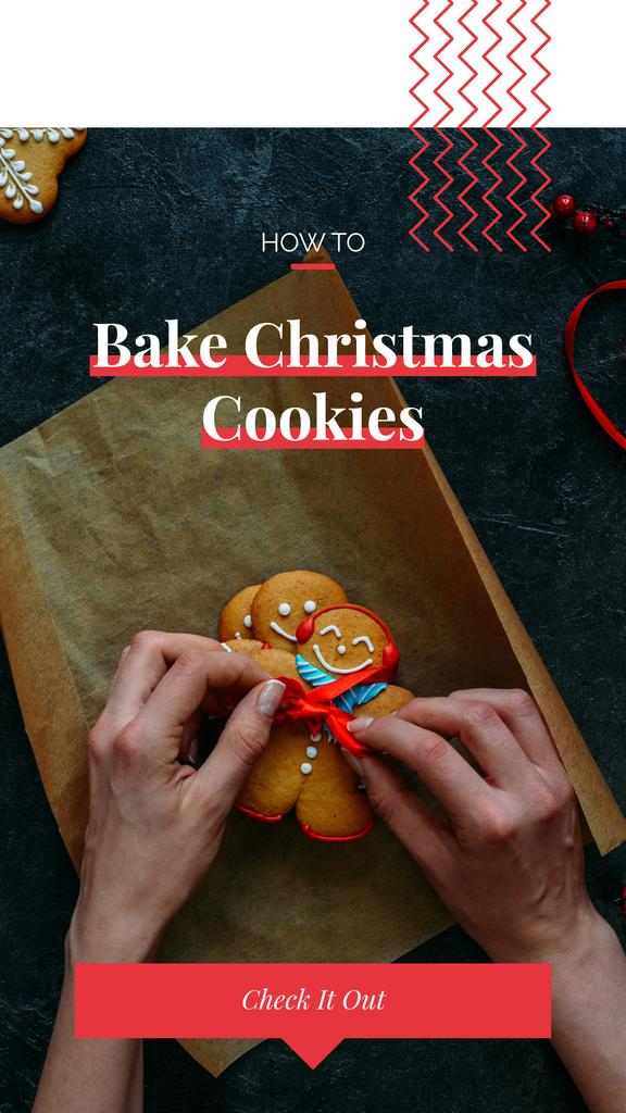 Woman decorating Christmas ginger cookies — ein Design erstellen