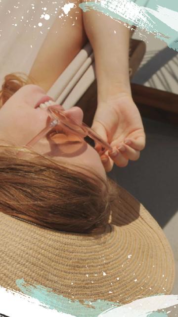 Ontwerpsjabloon van TikTok Video van Young Woman in straw hat