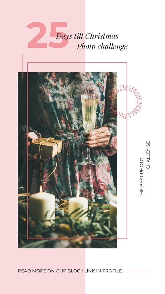 Woman with Christmas gift — Crea un design