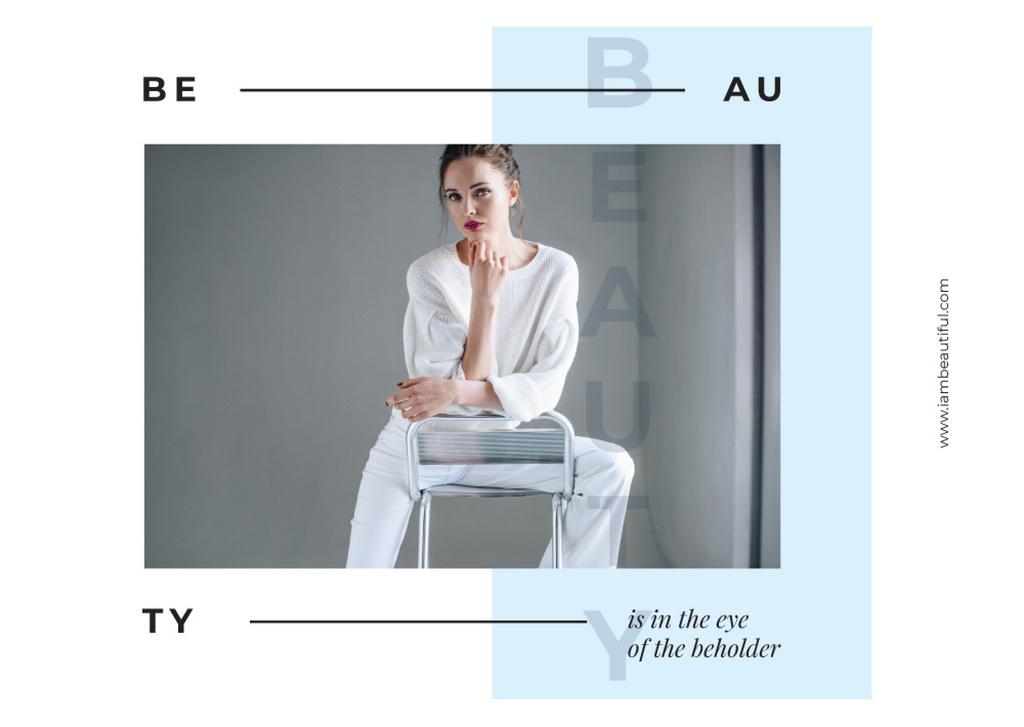 Young woman posing in white clothes — Créer un visuel