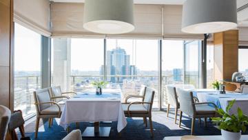 Panoramic kitchen with cityview