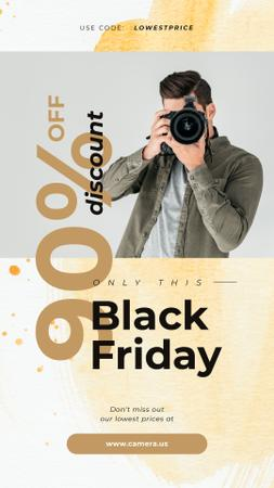 Ontwerpsjabloon van Instagram Story van Black Friday Sale Man taking photo