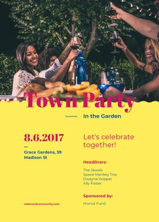 Town Party Announcement Friends Toasting with Wine Invitation Modelo de Design