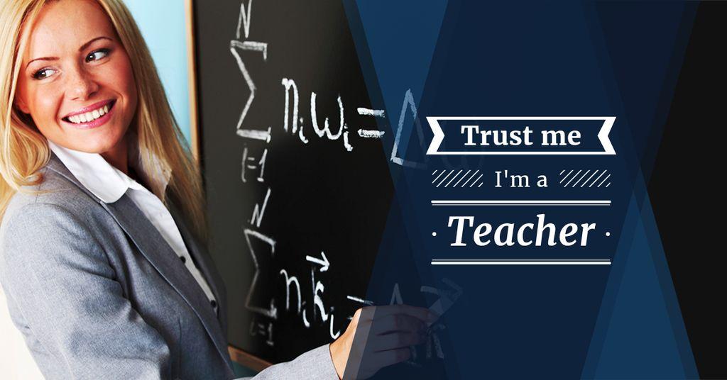 Female teacher writing on chalkboard — Modelo de projeto