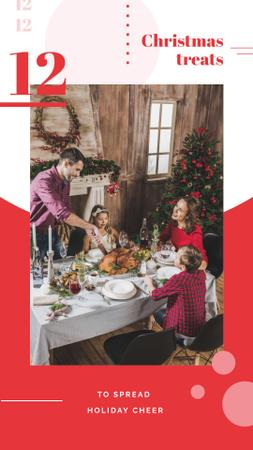 Template di design Family having Christmas dinner Instagram Story