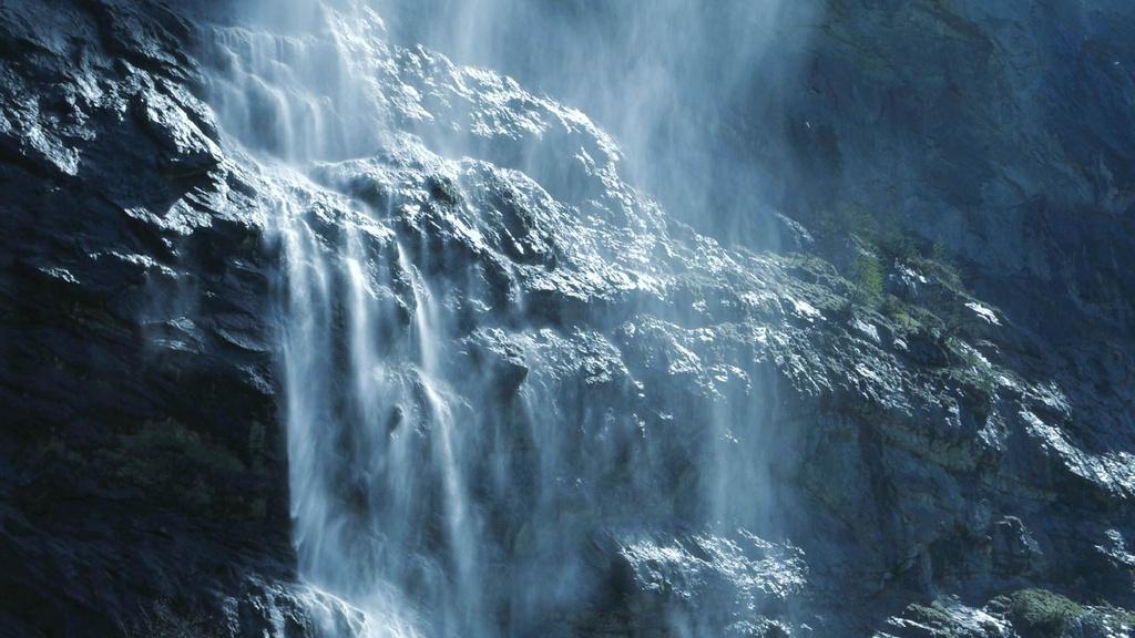Scenic Waterfall Landscape — Створити дизайн
